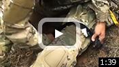 動画:負傷者の脚への処置