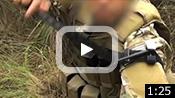 動画:片手で行う自らの腕への処置